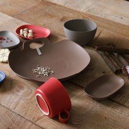 알마까사 담백하고 산뜻한 매트 컨셉 테이블