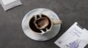 옷깃을 여미는 선선한 가을 따듯한 커피한잔
