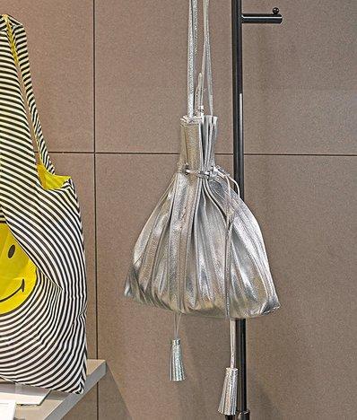 [조셉앤스테이시] Lucky Pleats Shopper Cracked Silver