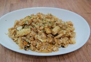 깐풍소스 해물볶음밥 (Seafood fried-rice with Kkanpung sauce)