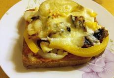 식빵을 도우로, 토마토 소스도 직접 만든 불고기, 포테이토, 씨푸드 피자