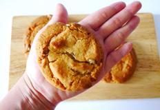 핫케이크가루로 촉촉하고 쫀득한 견과류 쿠키 만들기