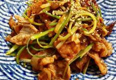 텃밭에서 갓 뜯어온 채소에 한 쌈! 맛있는 돼지파불고기 만들기