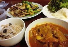 돼지고기 밥상~ '삼겹살채소볶음'과 '앞다리살 김치찌개'