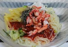 자취생의 호화스런 밥상 시판용 쫄면에 붉은대게살 올려서 럭셔리한 한끼 하기!