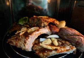 인삼을 곁들인 폭립 BBQ.