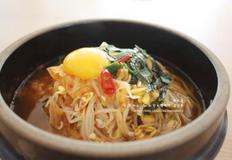 콩나물국밥 - 칼칼하게 김치랑 콩나물을 넣어 국밥한그릇