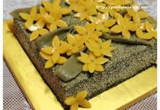 노란꽃으로 장식한 쑥 설기 케이크