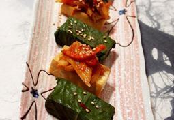 #3대천왕 들기름에 부쳐낸 두부부침으로 깻잎장아찌와 김치무침을 올린 아침식사 두부부깻잎말이와 두부김치