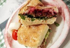 #직화로 구운 고기를 넣은 파니니샌드위치 만들기