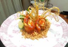 인삼 롤 샐러드와 인삼 크러스트를 곁들인 인삼품은 장어조림