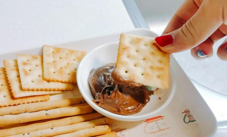 초코 딥 스낵 및 버터 옥수수