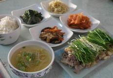 봄 향기 담은 식탁, 달래 대패 삼겹살 구이