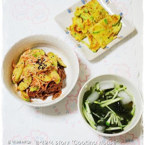 닭가슴살캔요리 '오이닭가슴살 무침 곁들인 비빔국수' 만들기