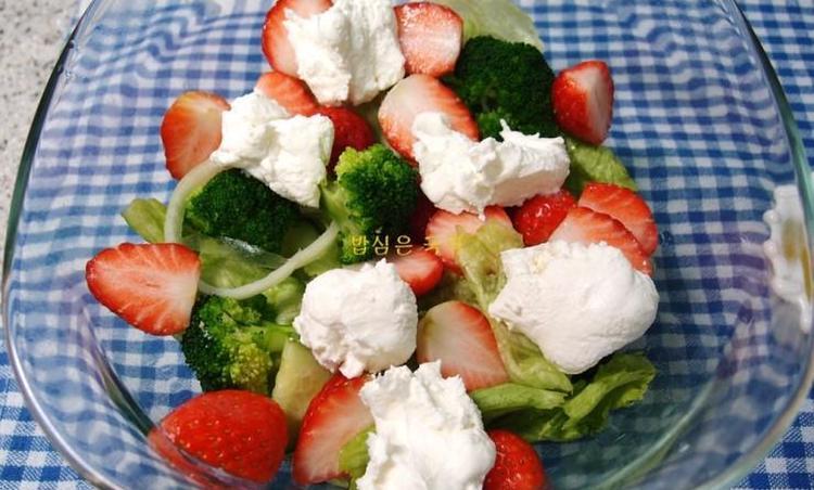 리코타치즈 딸기 샐러드