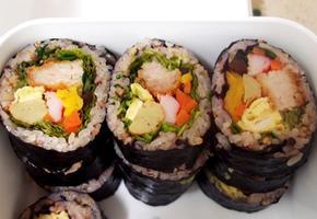 #돈까스김밥 #고추참치김밥 만들기 #두툼하게 들어간 속재료가 푸짐하게 보이는 든든한 고기김밥이지요!!