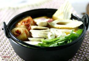 깔끔하고 시원한 국물맛이 일품인 김치우동