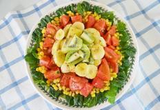 제철과일로 풍성한 과일샐러드