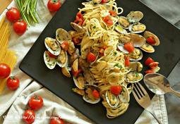 영양부추와 방울토마토를 듬뿍넣은 봉골레 파스타