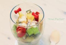 과일 두부 파르페와 키위 과일 꼬지