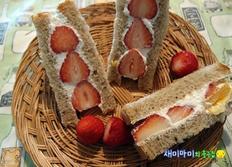 과일샌드위치:딸기샌드위치