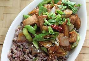 잡곡밥으로 만든~ 닭가슴살덮밥