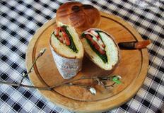 곤달비와 방울토마토 샌드위치