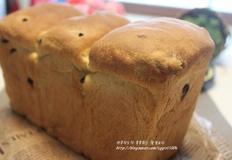마구 뜯어먹고싶은 건포도 쌀식빵과 들깨주스