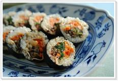 김밥속에 나물 비빔밥을 넣었어요