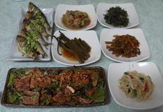 돼지고기된장볶음&굴미역국&취나물볶음&전어구이&무나물&맥적샐러드&마른채소밥