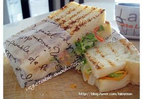 든든한 아침식사를 위한 cheese and Vegetable sandwich