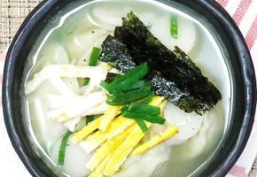 추운날씨에한그릇~ 떡만두국 끓이는법