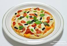 담백한 맛의 또띠아 피자