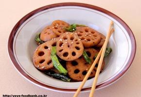 아삭아삭 꽈리고추 연근조림