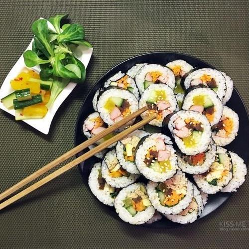 자세한 설명과 함께 참치김밥, 소세지 김밥 만들어봐요 !