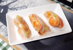 #고추참치로 만드는 초간단 월남쌈만들기 #삶은달걀과 귤, 그리고 고추참치마요소스를 넣고 돌돌 말아서 만드는 월남쌈!