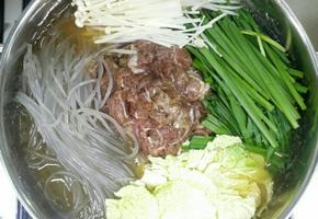 불고기전골, 소불고기, 야채 듬뿍넣어 끓이면서먹는 소고기전골