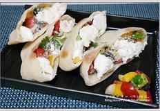 담백한 빵 속의 샐러드~ 피타 브레드와 그릭 샐러드 만들기