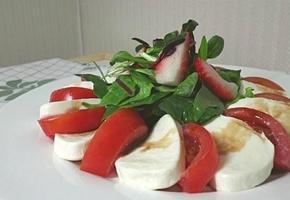 토마토 모짜렐라 카프레제 샐러드