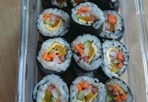 가을 소풍을 위한 꼬마 김밥 만들기