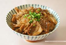 두가지 방법의 돼지고기 생강구이 덮밥 쇼가야끼