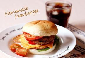 두툼하고 맛있는 수제 햄버거