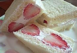 딸기 샌드위치