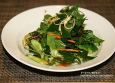 색다르게 즐기는 영양만점 샐러드, 새싹삼 샐러드