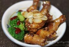 마늘구이를 곁들인 닭봉 조림