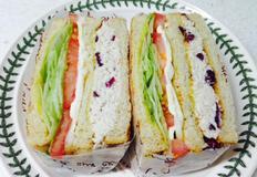 크랜베리 닭가슴살 샌드위치