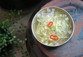 깔끔한 맛이 좋은 콩나물 냉국