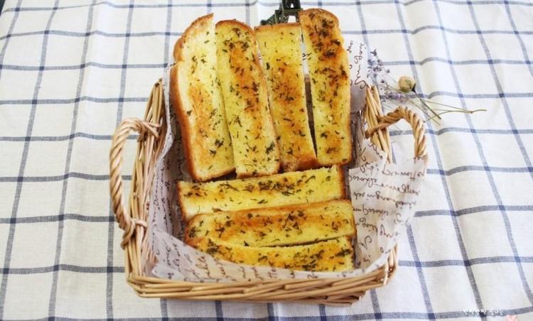 오븐없이 식빵으로 마늘빵 만들기