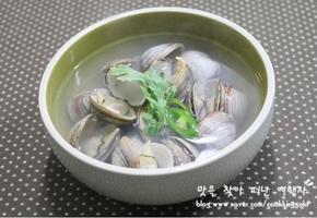 시원한 국물맛이 일품인 동죽조개탕