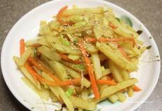 카레감자볶음 특유의 맛이 쏘옥! 간단한 감자요리로 좋아요!